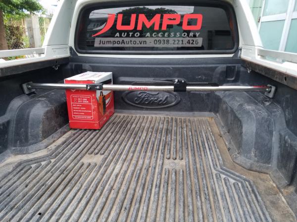 Thanh chắn hàng trên xe bán tải Ford Ranger